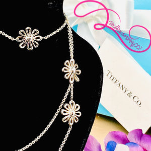 NWOT T&Co. Paloma Picasso Daisy 5 vFlower Necklace